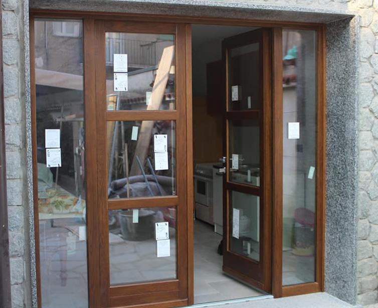 Serramento vetrato in legno